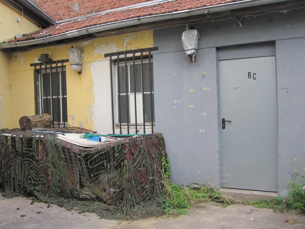 """Unscheinbar - Die """"Road Crew"""" (RC) Eingangstür zum Clubhaus in Billinghausen (bis ca. 2012)"""